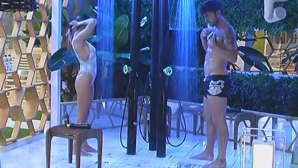 Grande Fratello Vip, Cecilia e Ignazio sotto la doccia: la promessa tra i due