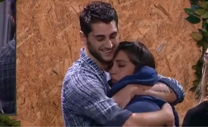 Grande Fratello Vip, Jeremias consola Cecilia: il messaggio di Belen Rodriguez
