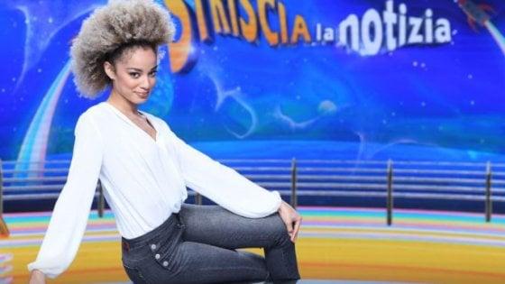 """La velina di Striscia Mikaela Neaze Silva stanca degli attacchi razzisti: """"io scenderei in piazza per la battaglia delloius soli"""""""