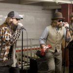 I Maroon 5 suonano in metro a NEW YORK (VIDEO)