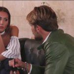 Uomini e Donne, Oggi: Angela vuole baciare Paolo ma lui...