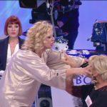 Uomini e Donne, Oggi: Tina Cipollari lancia un gavettone a Gemma