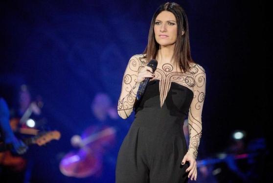 """Laura Pausini, """"Frasi a metà"""" è il nuovo singolo (VIDEO)"""