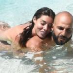 Bianca Atzei e Jonathan complici: i due hanno fatto il bagno nudi