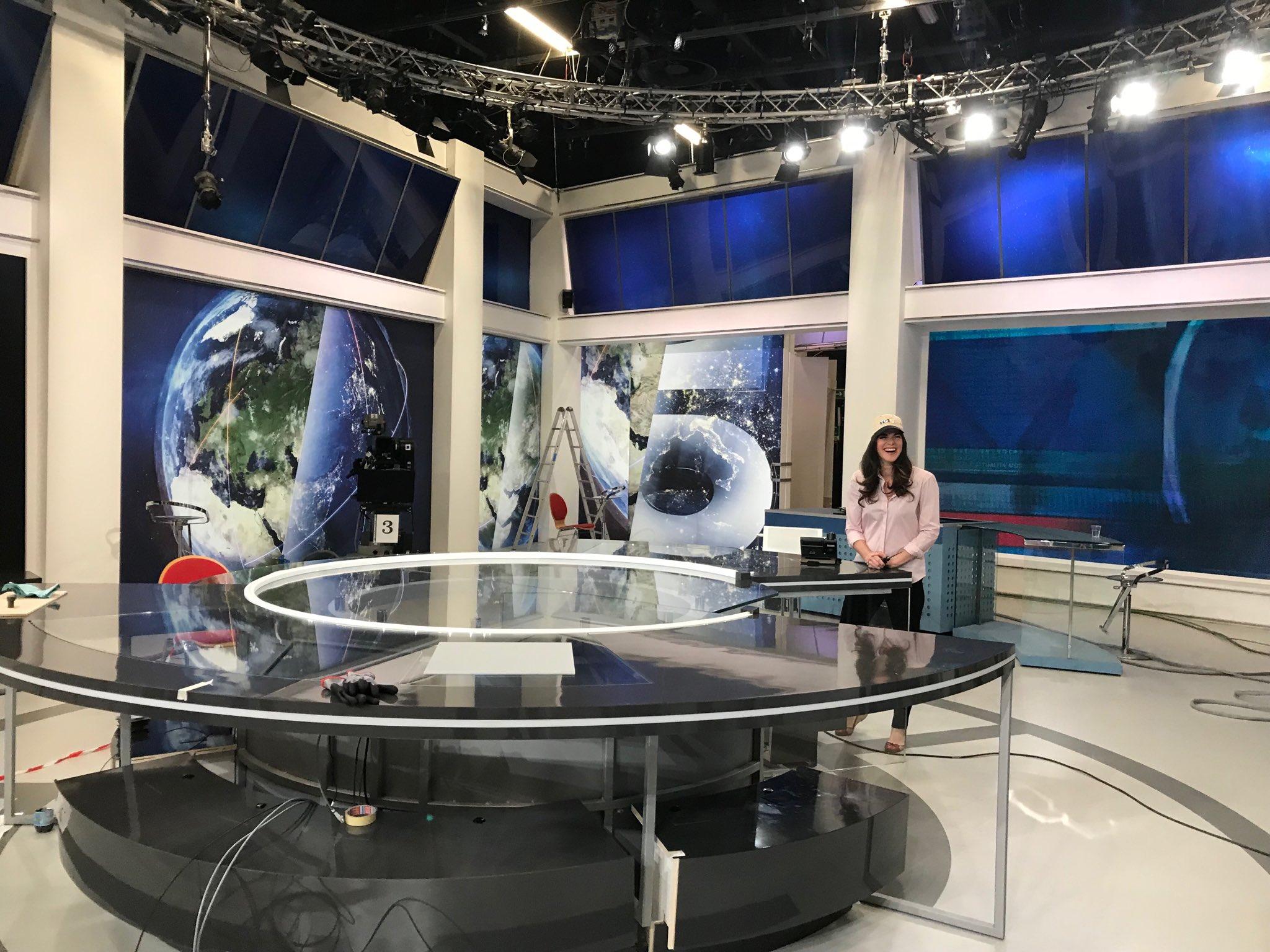 Mediaset, la nuova grafica di Canale 5 disegnata da Mirko Pajè