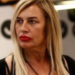 """Lory Del Santo in lacrime: """"Devo andarmene sono ancora vulnerabile"""""""