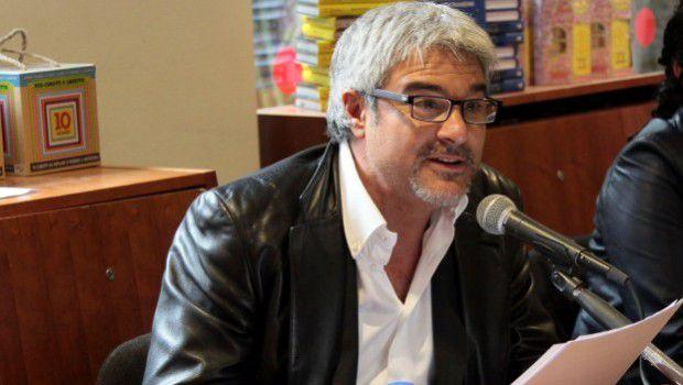 """""""Dovevamo godere 9 ore al giorno"""": Pino Insegno racconta l'insolito avvio della sua carriera da doppiatore"""