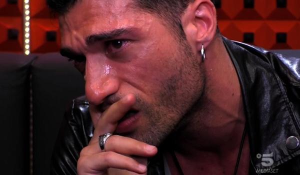 Michael Telizzi scoppia a piangere al GF16: il motivo