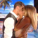 Isola, Soleil Sorge bacia con passione Jeremias poi litiga con Marina