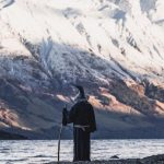 Fan del Signore degli Anelli attraversa la Nuova Zelanda vestito da Gandalf: il viaggio - tributo fa il giro del web