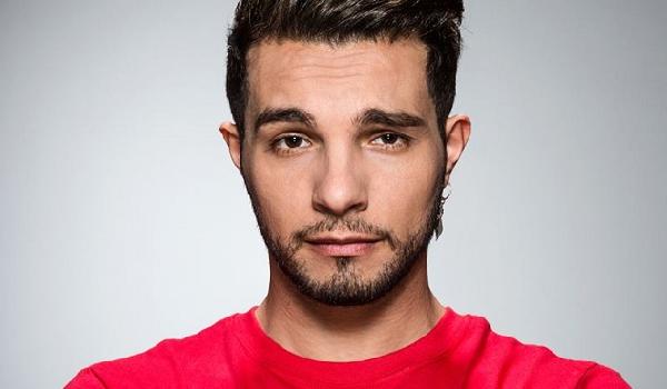 Marco Carta è stato arrestato: ha rubato sei magliette alla Rinascente