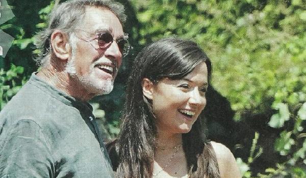 Fabio Testi e Lisa Agnelli più innamorati e complici che mai: pizzicati mentre si lasciano travolgere dalla passione