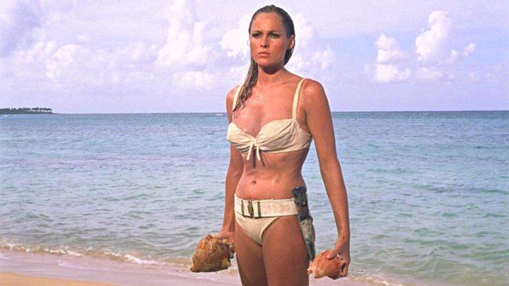 La sexy icona Ursula Andress e il bikini da record con cui CNN International la ricorda
