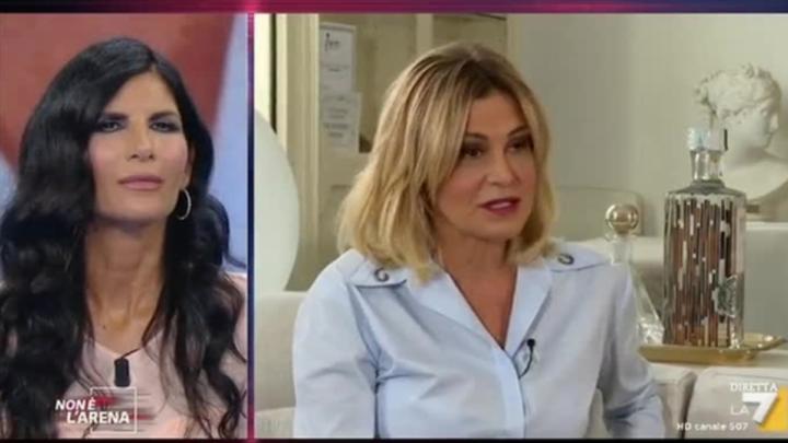 """Simona Ventura a Non è l'Arena difende Pamela Prati: """"Ho creduto alla sua buona fede"""""""