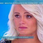 Mercedesz Henger a Domenica Live per replicare alle accuse della madre: si sente male in diretta