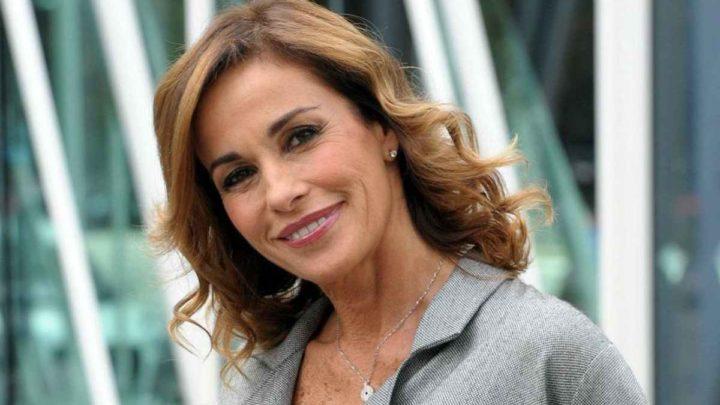 Cristina Parodi compie 55 anni: si mostra in bikini su Instagram e fa impazzire i fan