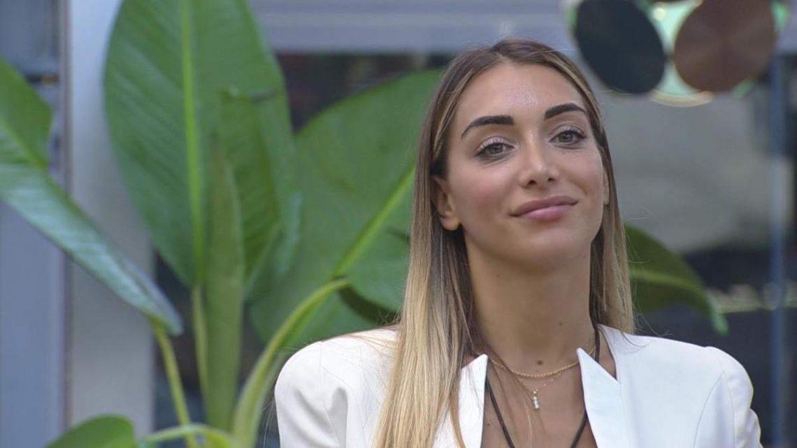 """Elisa De Panicis smentisce il flirt con Lopez, parla poi di Andrea Denver: """"Aspetto che esca dalla casa"""""""