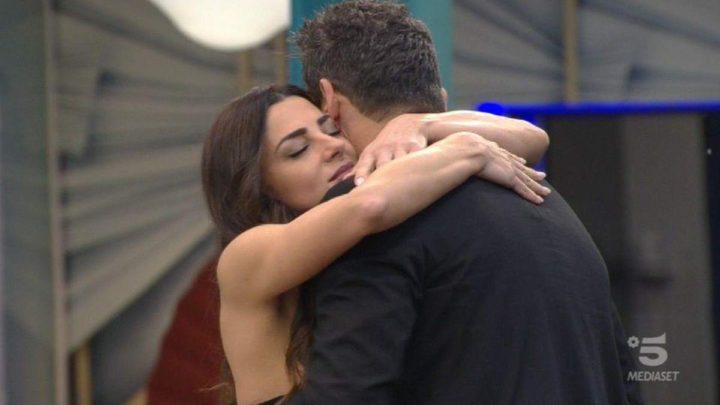 Pago e Serena Enardu si amano ancora: lei prova a baciarlo, lui si allontana