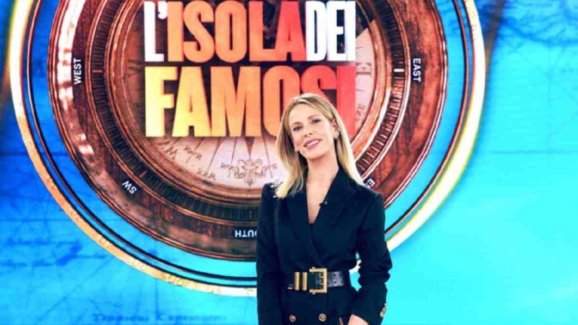 """Alessia Marcuzzi lascia l'Isola e spiega: """"Si è chiuso un cerchio, mi sembrava di aver dato tutto"""""""
