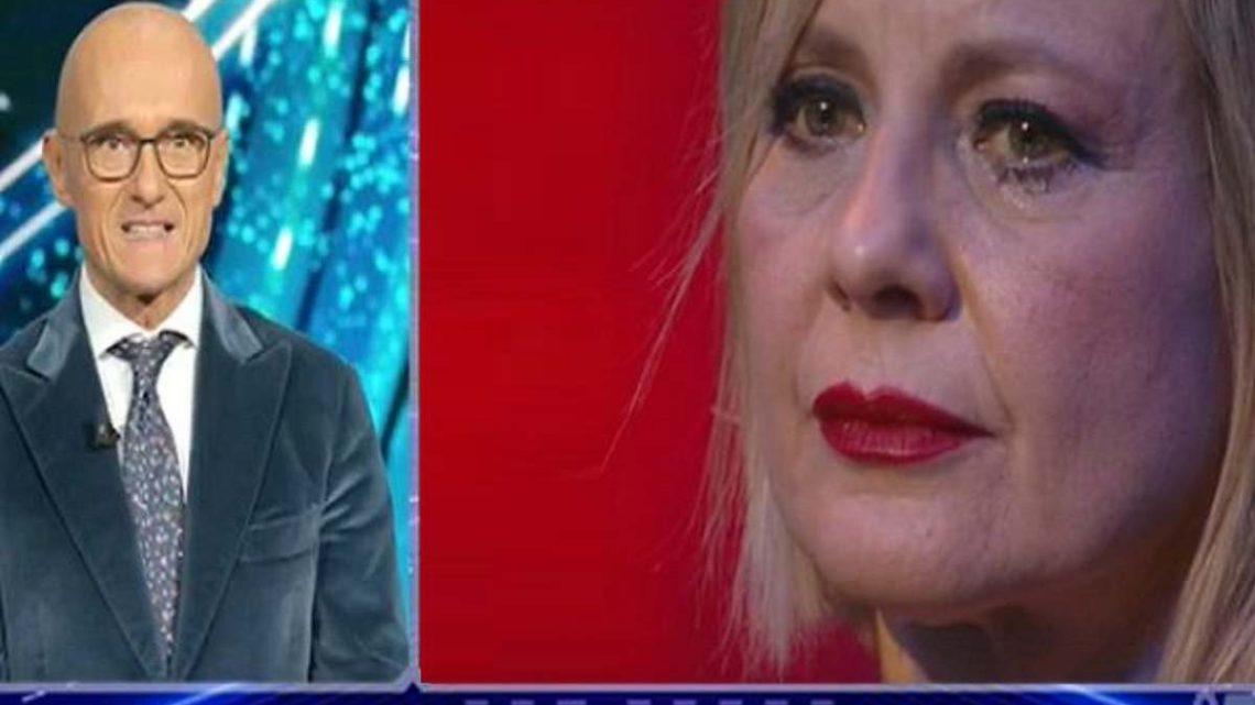 """Antonella Elia svela: """"Mi vergogno di quello che sono"""", Signorini si commuove"""