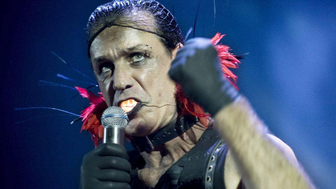 Till Lindemann ha preso il Coronavirus: in terapia intensiva ma sta migliorando