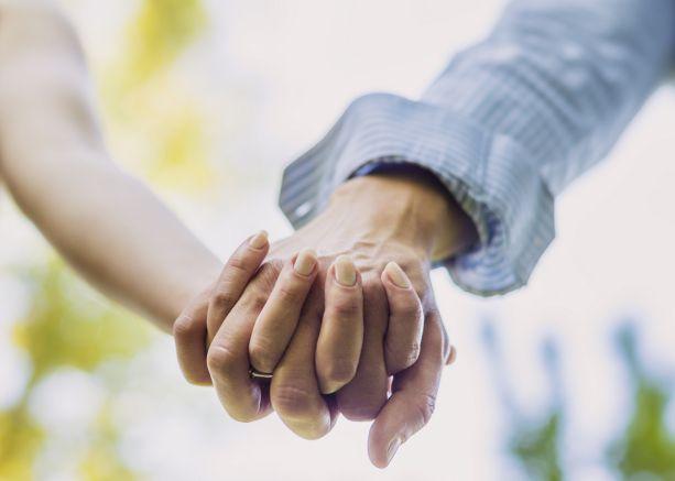Tradimento quasi scoperto grazie al Coronavirus: businessman inglese nei guai con la moglie