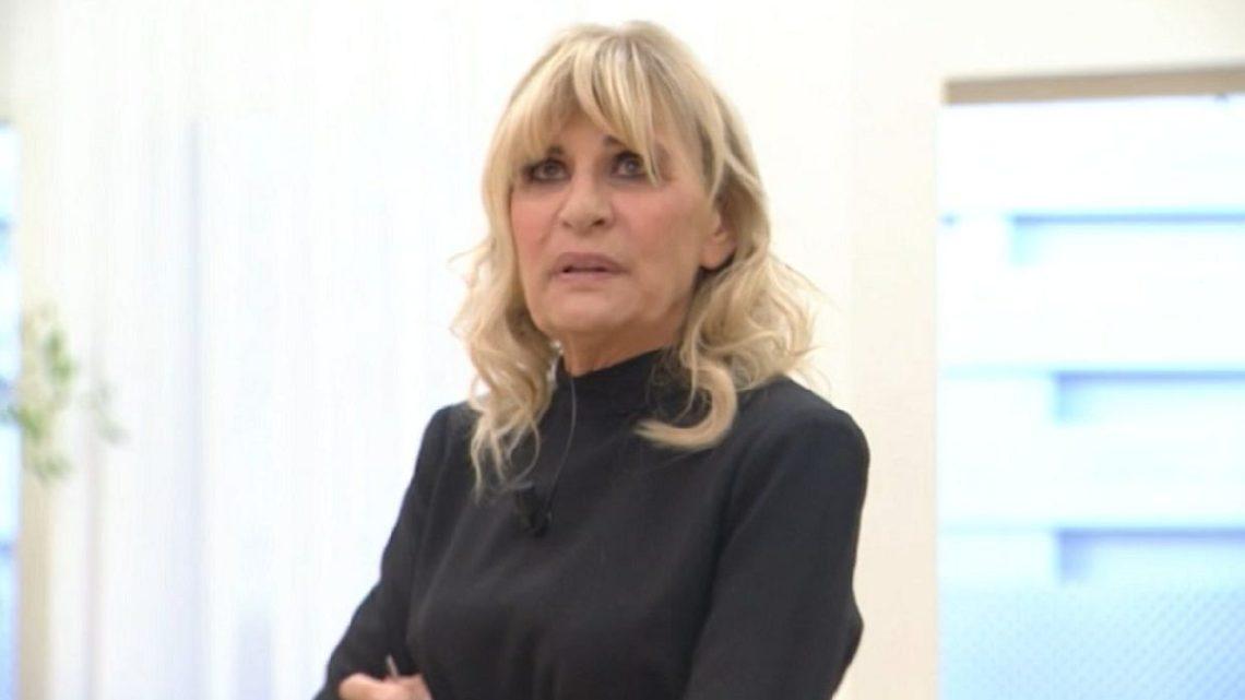 Uomini e Donne, oggi: Gemma Galgani pronta a stupire i suoi corteggiatori, la dama vedrà presto i loro volti?