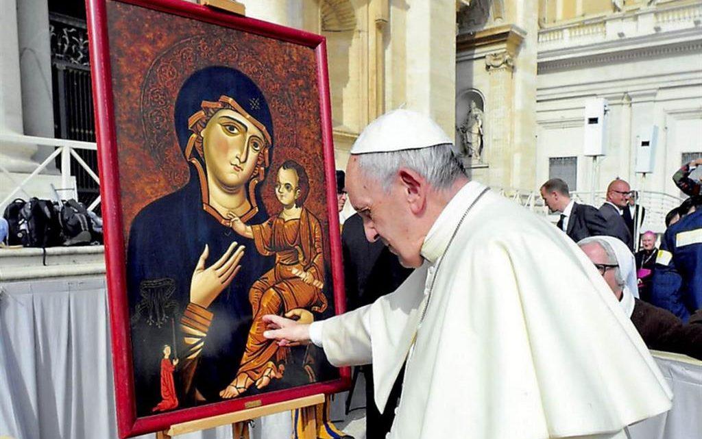 """Preghiere """"contro il coronavirus"""": il testo delle preghiere a Maria proposte dal Papa"""