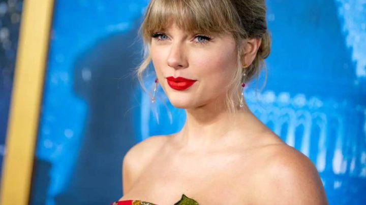 """Taylor Swift aiuta un negozio di dischi in difficoltà per il Coronavirus: """"Ha offerto tre mensilità e assistenza sanitaria ai dipendenti"""""""