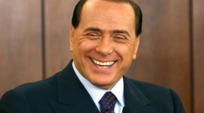 Berlusconi in diretta a DiMartedì per smontare le polemiche e dire no alla propaganda: come cambiano i tempi! – VIDEO