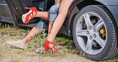 Sesso in macchina in pieno giorno, beccata un'altra coppia: per loro 800 euro di multa