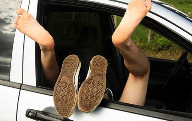 Bollenti spiriti ai tempi della quarantena: coppia beccata in auto nei pressi di un ipermercato