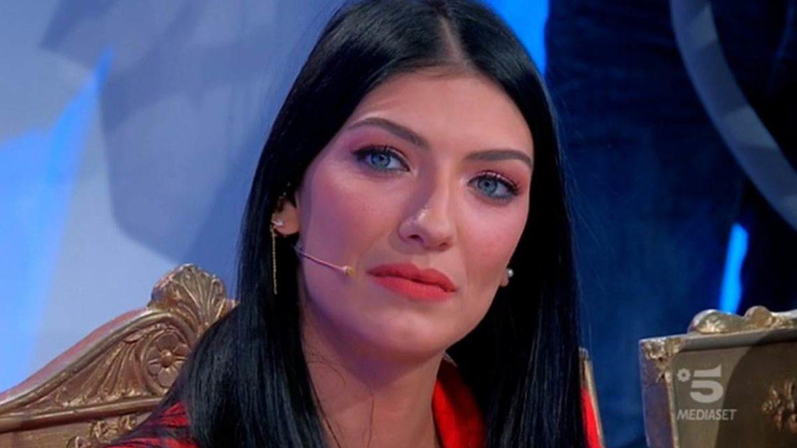 Anticipazioni Uomini e Donne: ecco quando si registrerà la scelta di Giovanna Abate, Alessandro torna ma non per lei…