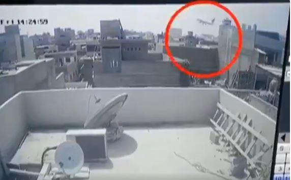 Incidente aereo in Pakistan: pubblicato il video dell'impatto