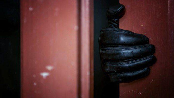 Uomini assunti per fantasia sessuale sbagliano casa armati di machete