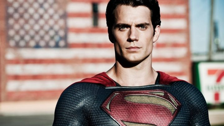 Henry Cavill torna ad essere Superman: 'l'uomo d'acciaio' per la Warner