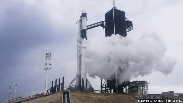SpaceX, rinviato il lancio previsto a causa del maltempo