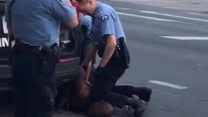 """L'influencer contro Black Lives Matter: """"Mi sembra una cosa razzista"""" – VIDEO"""