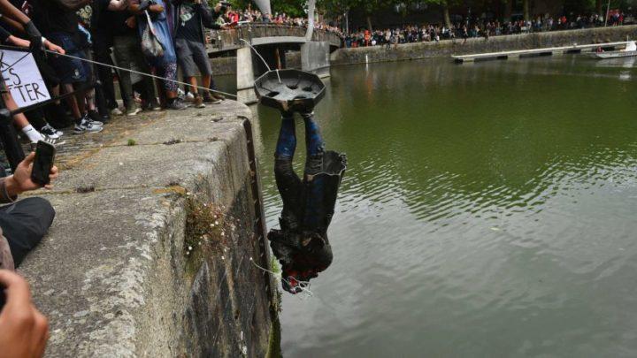 Bristol, abbattuta la statua di Edward Colston: Banksy dice la sua su come sostituirla