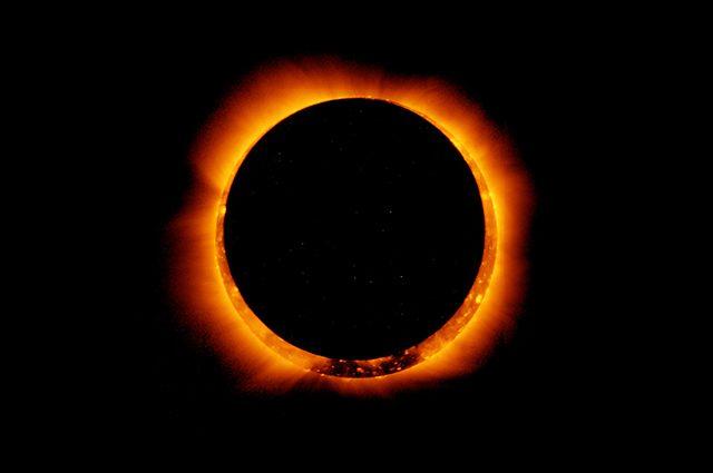 Fine del mondo vicina: dall'eclissi alla predizione Maya, i complottisti si preparano al 21 Giugno