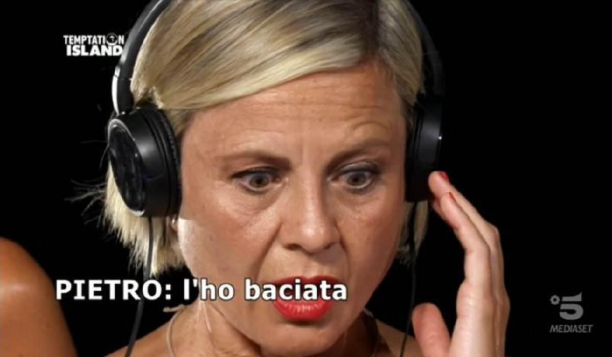 Antonella Elia, Pietro bacia un'altra