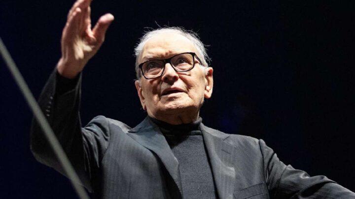 È morto Ennio Morricone: il compositore e direttore d'orchestra aveva 92 anni