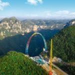 La nuova attrazione nel parco cinese fa impazzire i turisti. Su e giù per la vallata a 128 km orari - VIDEO