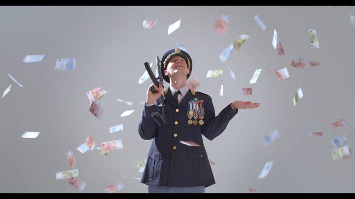 Fuori Beretta: alcuni riferimenti nel video di Massimo Pericolo