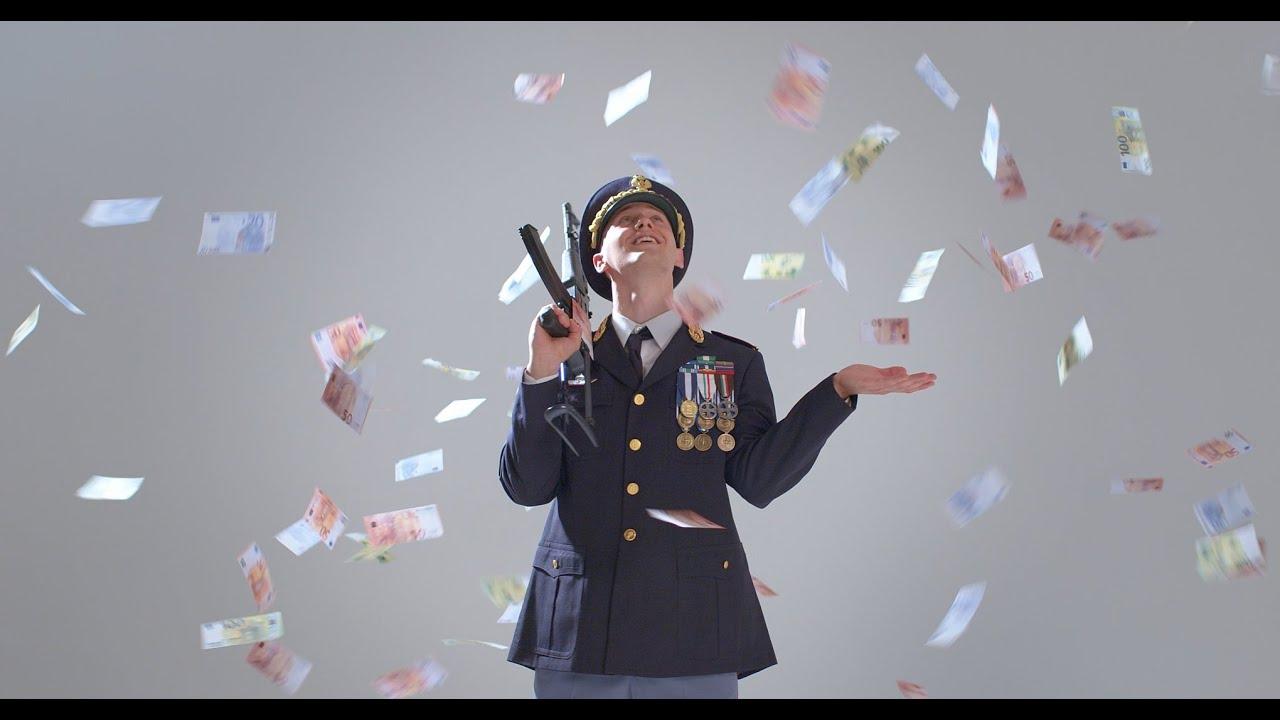 Massimo Pericolo nel video Beretta