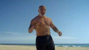 L'ultima follia di Mike Tyson |  l'ex campione dei pesi massimi pronto a sfidare uno squalo