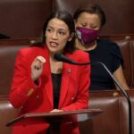 """Alexandria Ocasio-Cortez trend su Twitter per la  risposta (virale) al repubblicano che le dà della """"fucking bitch"""" - VIDEO"""