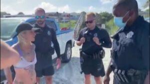 """Perizoma troppo """"hot"""", acrobata arrestata nel Sud Carolina"""