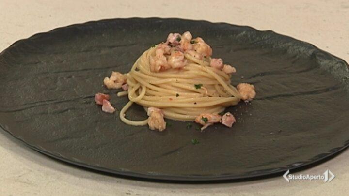 Cotto e Mangiato, ricetta 28 settembre 2020: spaghetti gamberi e pancetta