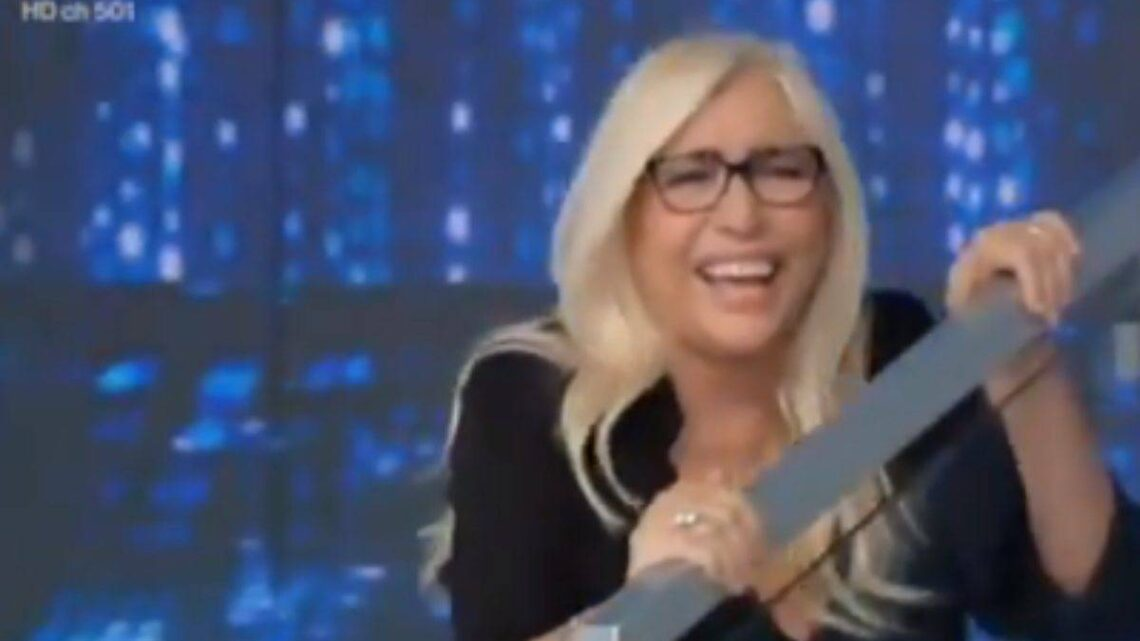 """Domenica in, Mara Venier gaffe a luci rosse in diretta: """"Avevo cercato un """"oroscoparo"""""""